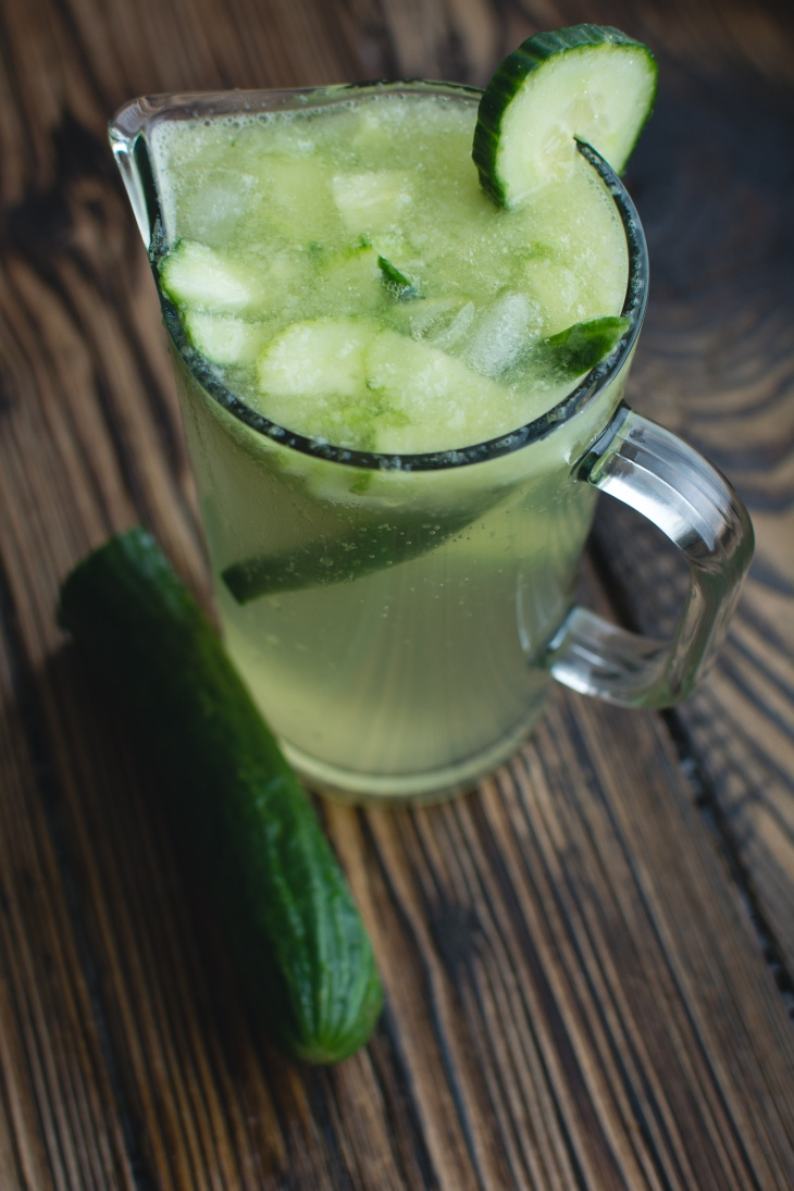 foodiesfeed.com_homemade-cucumber-lemonade